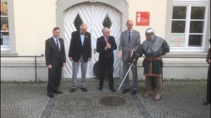 Hansegesellschaft Lippstadt e.V. stiftet Bronzeplatte