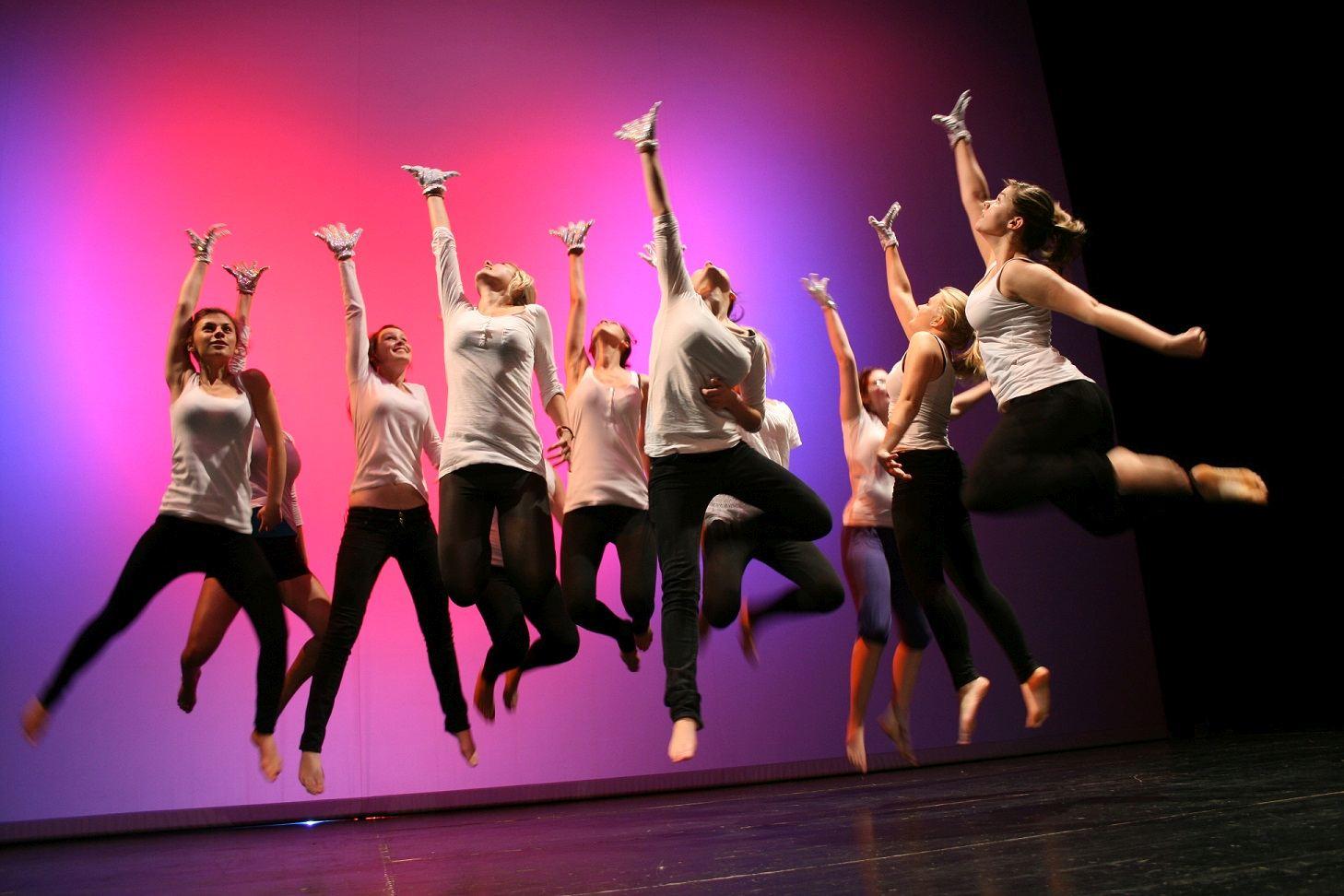 Tanz und Schauspiel für Jedermann