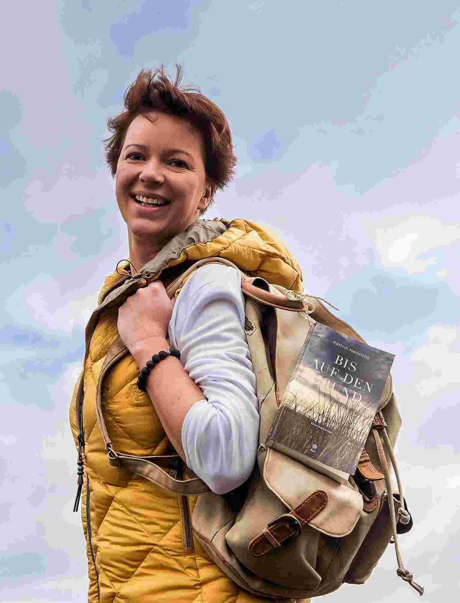 """Kathrin Heinrichs  """"Auf Tour"""" – neuer Krimi in luftig-leichtem Lese-Programm"""
