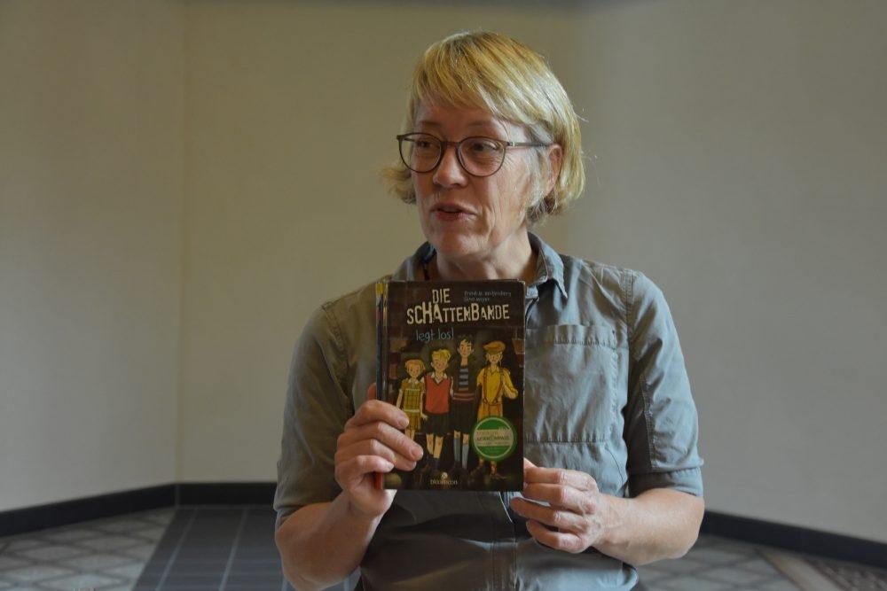 """Autorenlesung in der Stadtbücherei – Gina Mayer liest für Schüler aus """"Der magische Blumenladen"""""""