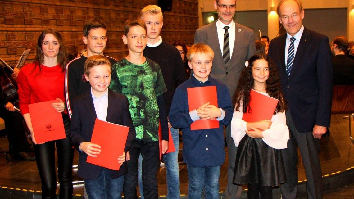 """Ausgezeichneter Nachwuchs – Bürgermeister ehrt Lippstädter Preisträger von """"Jugend musiziert"""""""