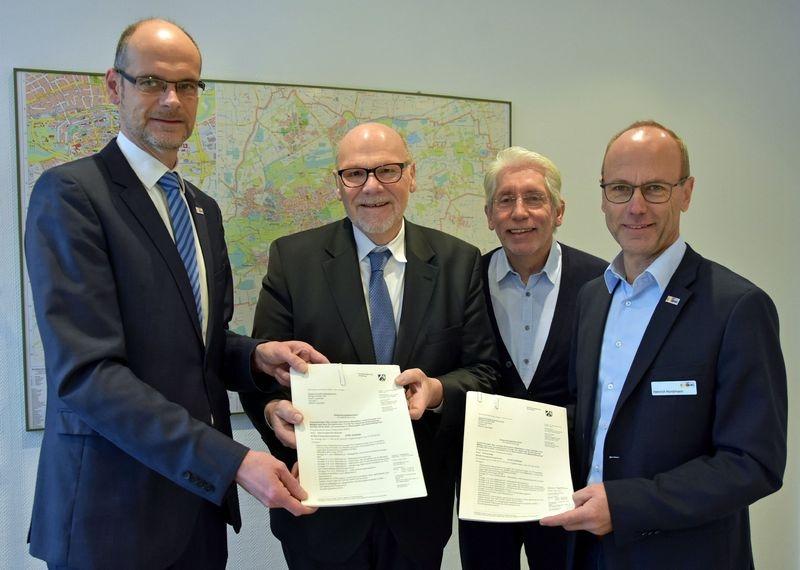"""Finanzspritze für """"Grüne Infrastruktur"""" – Förderbescheide der Stadt übergeben"""
