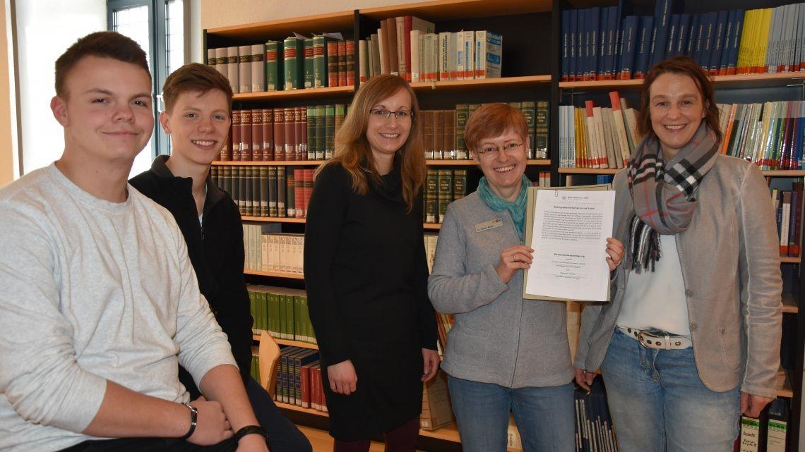 Bildungspartnerschaft verlängert – Stadtarchiv und Ostendorf-Gymnasium setzen Kooperation fort