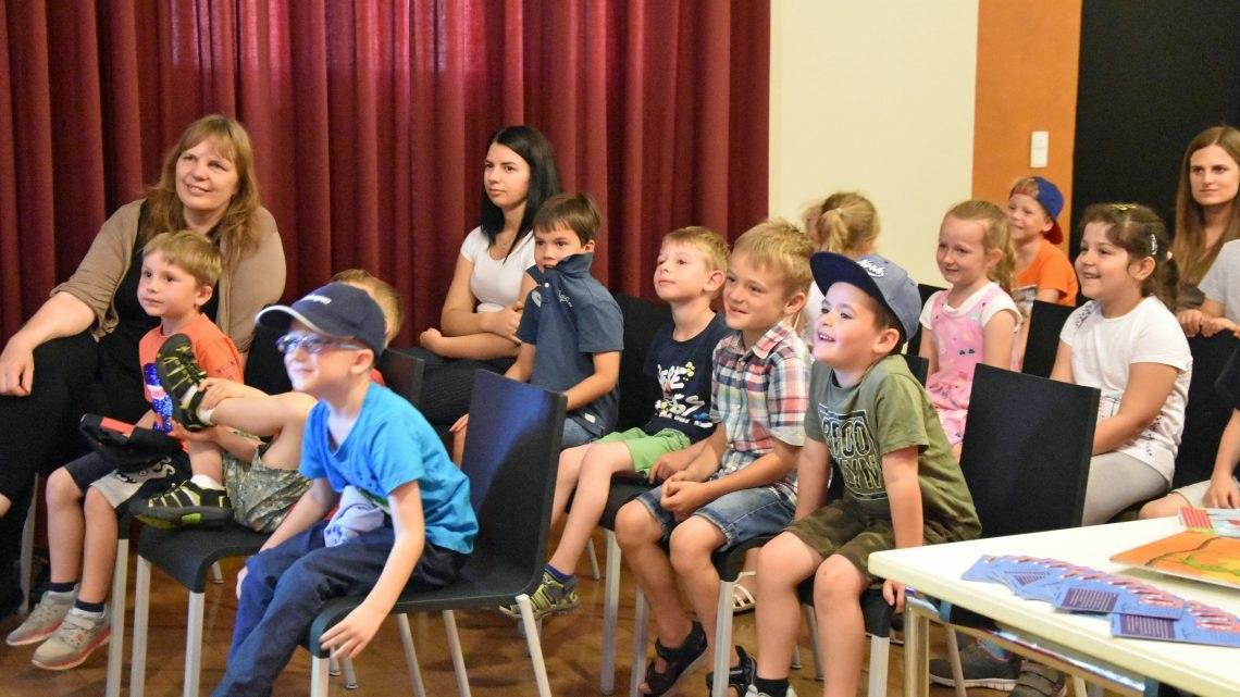 Balduin bleibt grün – Fritzi Bender liest für Kindergartenkinder in der Stadtbücherei