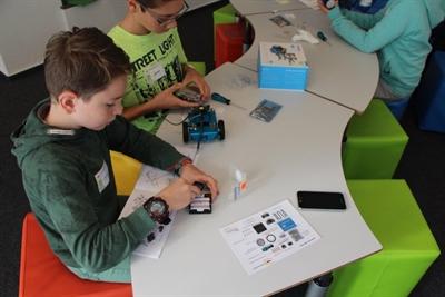 Roboter programmieren – Kulturrucksack in der HABA Digitalwerkstatt
