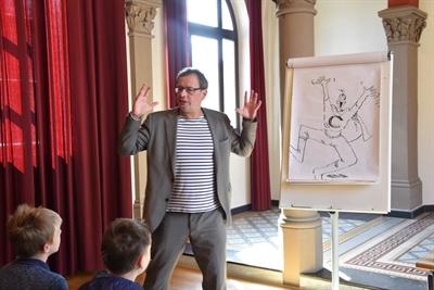 Mit Coolman unterwegs – Rüdiger Bertram liest für Schüler in der Stadtbücherei