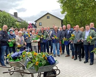 Alleenweg mit Bürgermeister und Baumpaten offiziell eröffnet